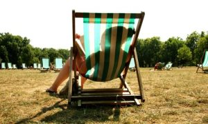 Reading-in-a-deckchair-006